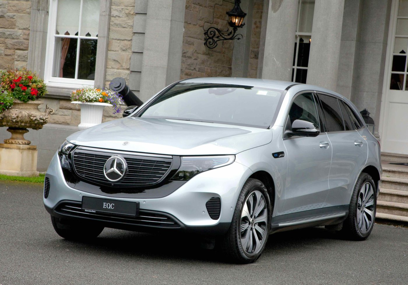 EQC - FIRST MERCEDES ELECTRIC CAR INTRODUCED AHEAD OF Q4 ...